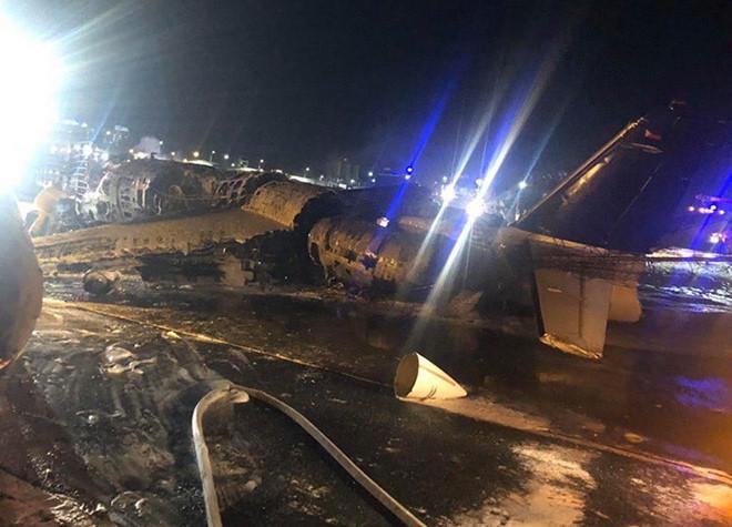 Hiện trường vụ máy bay phát nổ tại sân bay ở Manila - G-Saram