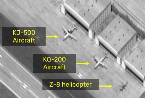 Hình ảnh vệ tinh về các máy bay do thám KJ-500, KQ-200 và trực thăng Z-8 Trung Quốc xuất hiện ở Đá Chữ Thập thuộc quần đảo Trường Sa của Việt Nam    -    G-Saram