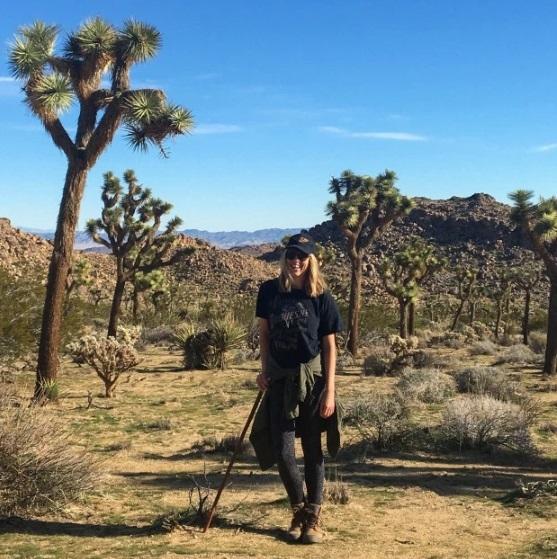 Claire tìm tới Công viên Joshua Tree cho cuộc đi bộ đường dài   -    G-Saram
