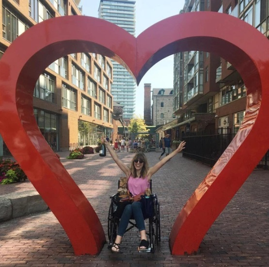 Claire trong quá trình hồi phục tại Toronto trong ngày sinh nhật tuổi 36  -   G-Saram